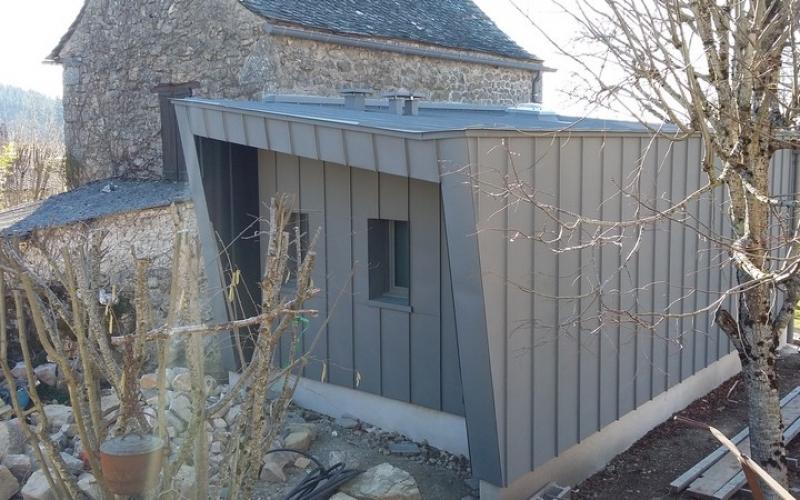 le-nayrac-extension-maison-habitation-bardage-zinc-euro-12-construction